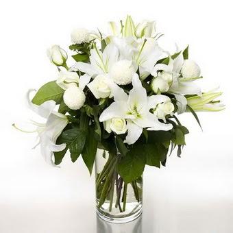 Kayseri çiçek çiçek satışı  1 dal cazablanca 7 adet beyaz gül vazosu
