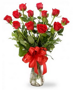 Kayseri çiçek çiçek siparişi sitesi  12 adet kırmızı güllerden vazo tanzimi