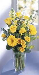 Kayseri çiçek 14 şubat sevgililer günü çiçek  sari güller ve gerbera cam yada mika vazo