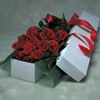 Kayseri çiçek 14 şubat sevgililer günü çiçek  11 adet gülden kutu