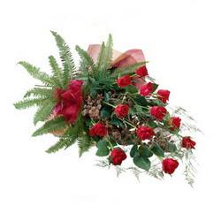 Kayseri çiçek 14 şubat sevgililer günü çiçek  10 adet kirmizi gül özel buket çiçek siparisi