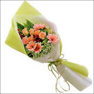 sade güllü buket demeti  Kayseri çiçek internetten çiçek siparişi