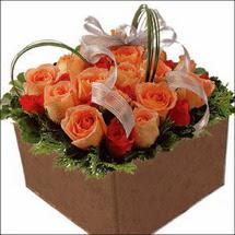 kare sandikta 11 gülllerden   Kayseri çiçek internetten çiçek siparişi