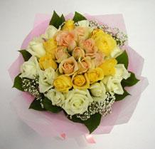 sari ve beyaz gül karisimda   Kayseri çiçek çiçek siparişi sitesi