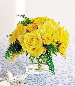 Kayseri çiçek hediye sevgilime hediye çiçek  cam içerisinde 12 adet sari gül