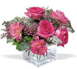Kayseri çiçek hediye sevgilime hediye çiçek  cam içerisinde 5 gül 7 gerbera çiçegi