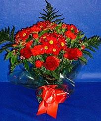 Kayseri çiçek çiçekçiler  3 adet kirmizi gül ve kir çiçekleri buketi
