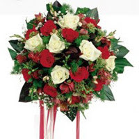 Kayseri çiçek internetten çiçek satışı  6 adet kirmizi 6 adet beyaz ve kir çiçekleri buket