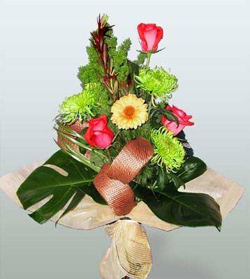 Kayseri çiçek internetten çiçek satışı  3 adet gül 4 adet gerbera çiçegi sade buket