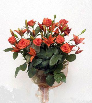 9 adet gül ve 3 adet lilyum çiçegi buketi   Kayseri çiçek anneler günü çiçek yolla