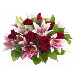 güller ve kazablnaklardan aranjman  Kayseri çiçek çiçek mağazası , çiçekçi adresleri