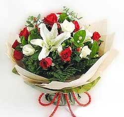 güller ve kazablanklardan görsel bir buket  Kayseri çiçek online çiçek gönderme sipariş