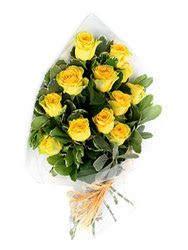 Kayseri kocasinan çiçek İnternetten çiçek siparişi  12 li sari gül buketi.