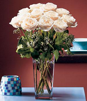 Kayseri çiçek kaliteli taze ve ucuz çiçekler  Cam yada mika vazo içerisinde 12 gül