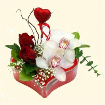 Kayseri çiçek kaliteli taze ve ucuz çiçekler  1 kandil orkide 5 adet kirmizi gül mika kalp
