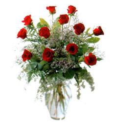 Vazo içerisinde 11 kirmizi gül  Kayseri çiçek uluslararası çiçek gönderme