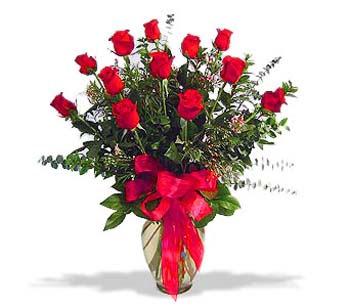 çiçek siparisi 11 adet kirmizi gül cam vazo  Kayseri çiçek 14 şubat sevgililer günü çiçek