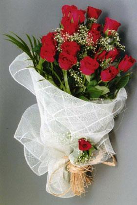 10 adet kirmizi güllerden buket çiçegi  Kayseri hacılar çiçek çiçek gönderme sitemiz güvenlidir