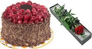 1 adet yas pasta ve 1 adet kutu gül  Kayseri çiçek çiçek online çiçek siparişi