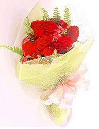 9 adet kirmizi gül buketi  Kayseri çiçek anneler günü çiçek yolla