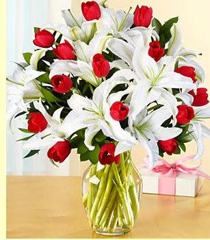 Kayseri çiçek çiçek siparişi vermek  3 kazablanka 10 kırmızı gül vazosu