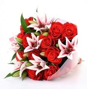 Kayseri çiçek uluslararası çiçek gönderme  3 dal kazablanka ve 11 adet kırmızı gül
