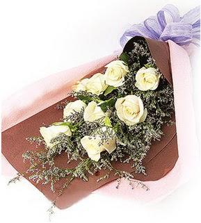Kayseri çiçek anneler günü çiçek yolla  9 adet beyaz gülden görsel buket çiçeği