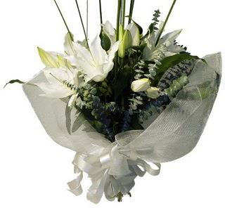 Kayseri çiçek internetten çiçek siparişi  2 dal kazablanka çiçek buketi
