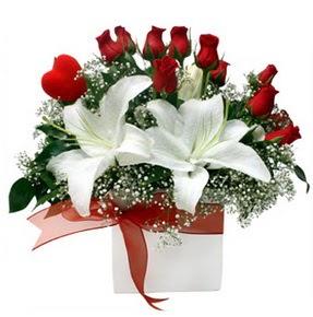 Kayseri çiçek internetten çiçek siparişi  1 dal kazablanka 11 adet kırmızı gül vazosu