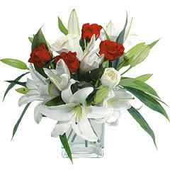 vazo içerisinde 4 gül 1 adet kazablanka  Kayseri çiçek 14 şubat sevgililer günü çiçek