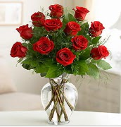 Vazo içerisinde 12 kırmızı gül  Kayseri çiçek çiçekçi mağazası