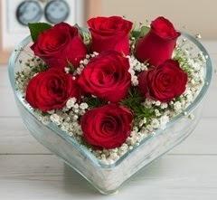 Kalp içerisinde 7 adet kırmızı gül  Kayseri çiçek çiçek satışı
