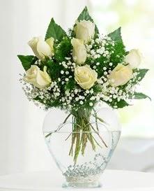 Cam içerisinde 7 adet beyaz gül  Kayseri çiçek hediye sevgilime hediye çiçek