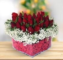 15 kırmızı gülden kalp mika çiçeği  Kayseri çiçek çiçekçi mağazası