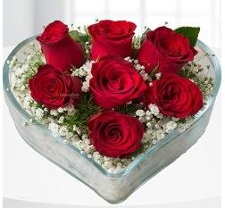 Kalp içerisinde 7 adet kırmızı gül  Kayseri çiçek yurtiçi ve yurtdışı çiçek siparişi