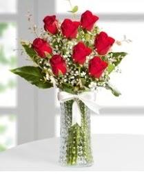7 Adet vazoda kırmızı gül sevgiliye özel  Kayseri çiçek çiçek siparişi vermek