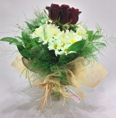 5 adet kırmızı gül ve kırızantem buketi  Kayseri çiçek anneler günü çiçek yolla